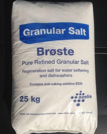 Granular salt in a 25kg bag