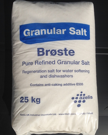 Granular salt in a 25kg bag