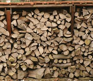 Firewood, hardwood softwood kiln dried logs storage locally sourced with free delivery berkshire hampshire oxfordshire